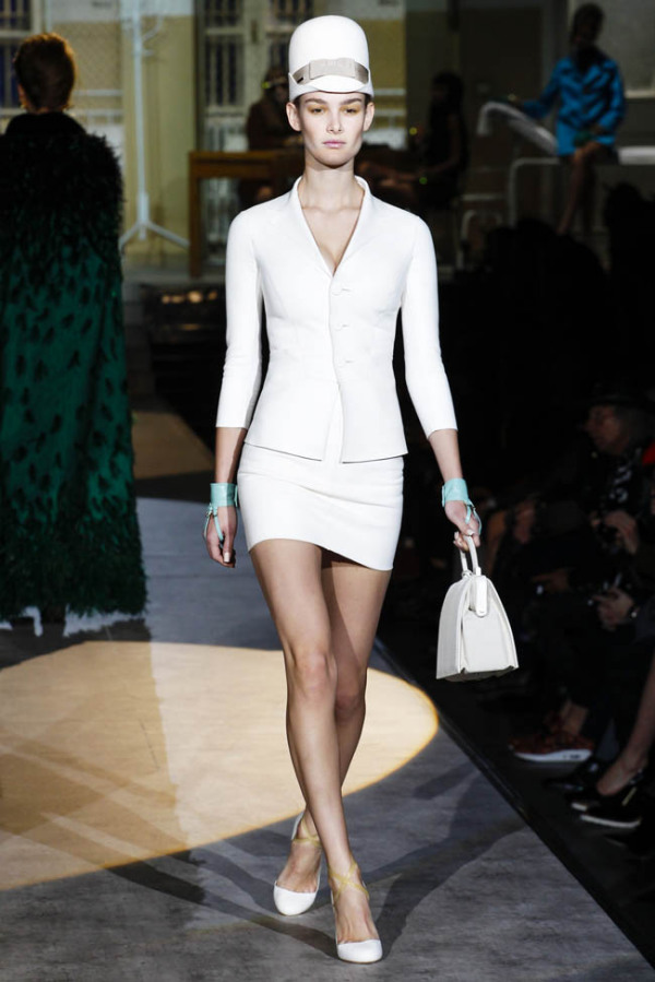 Compleu alb de damă, creație Dsquared2, Foto: fashiongonerogue.com
