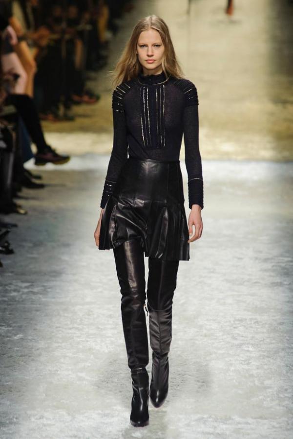 Fustă și cizme din piele, colecția Blumarine, Foto: fashionising.com