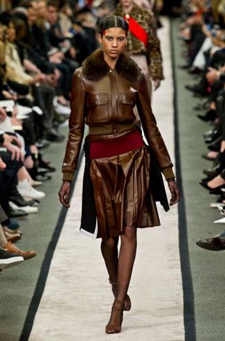 Fuste din piele plisată marca Givenchy, Foto: journaldesfemmes.com