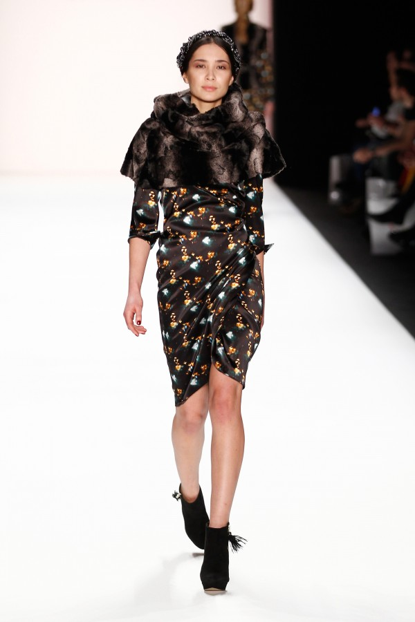 Guler de blană elegant pentru rochie, colecția Anja Gockel, Foto: thebestfashionblog.com