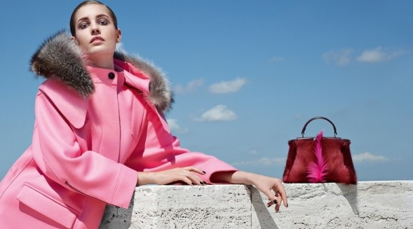 Haină roz cu guler din blană, Colecția Fendi, Foto: thebestfashionblog.com