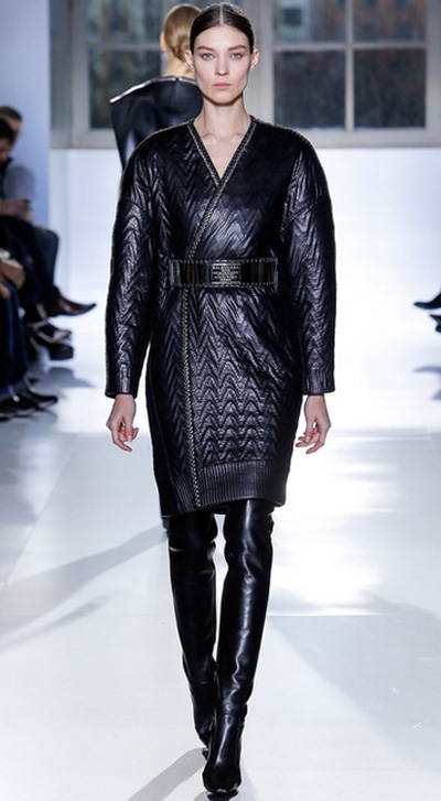 Jachetă neagră din piele marca Balenciaga, Foto: fashionbashon.com