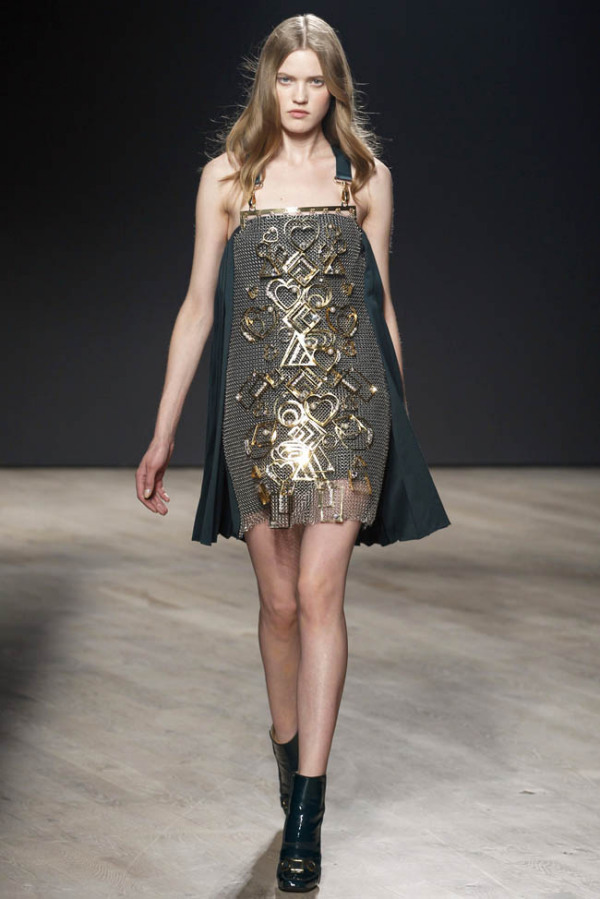 Moda la Mary Katrantzou, Foto: fashiongonerogue.com