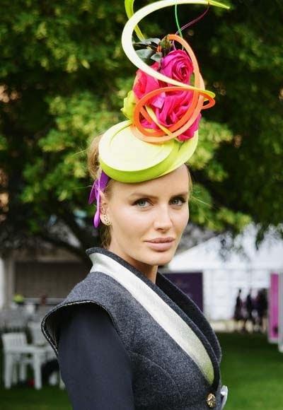 Pălarie cu motiv floral, Foto: fashionlabellust.blogsp