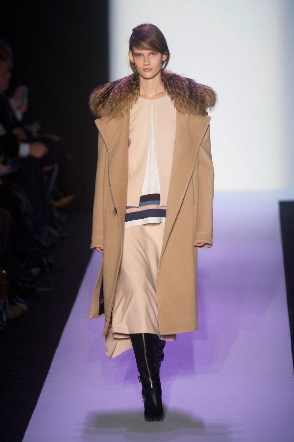 Palton elegant cu guler de blană marca BCBG Max Azria, Foto: popsugar.com