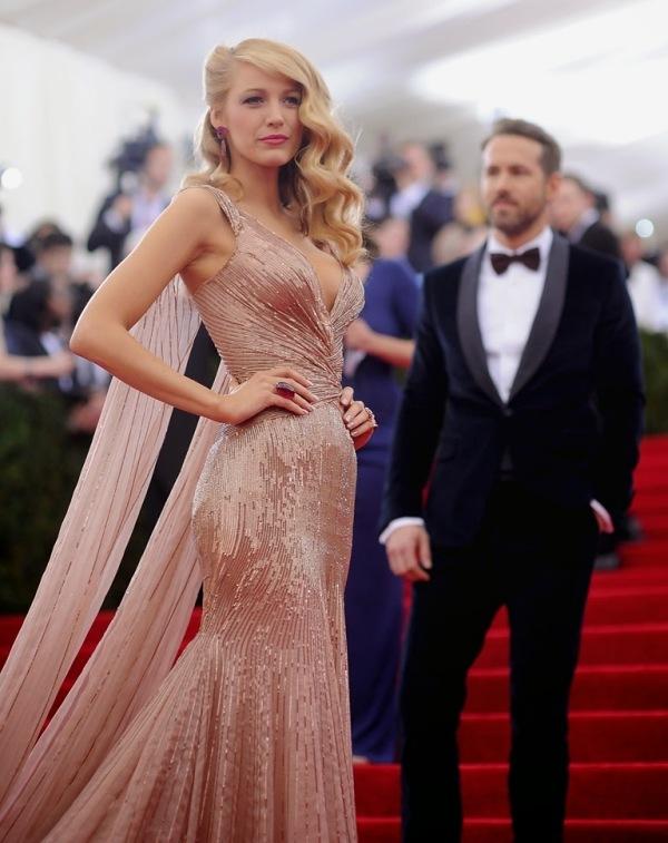 Blake Lively într-o rochie superbă creată de Gucci