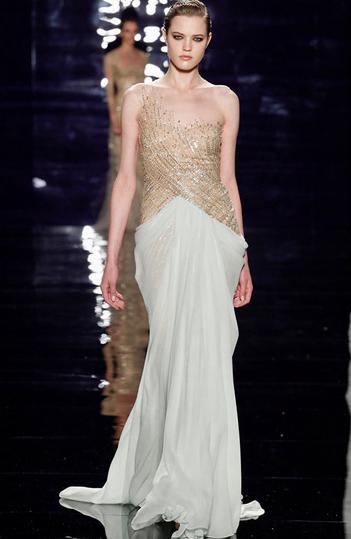 Rochie distinsă în alb și auriu, Foto: anazahra.com