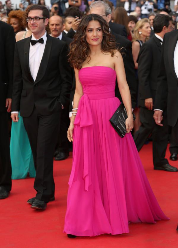 Salma Hayek în rochie elegantă marca Saint Laurent
