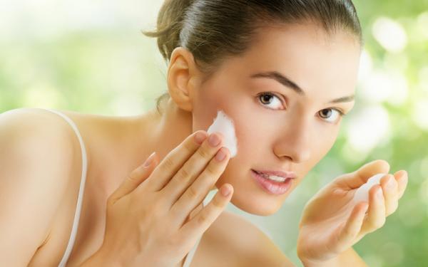 Tratament naturist pentru pielea grasă, Foto: devoconsa.com