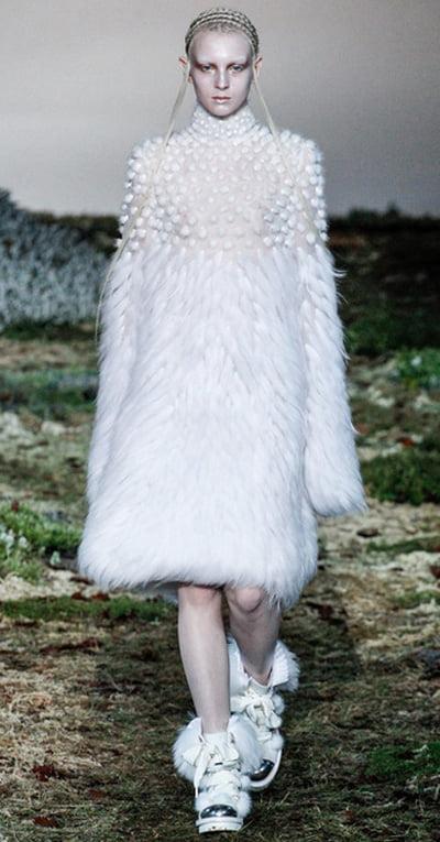 Colecția Alexander McQueen pentru toamna-iarna 2014-2015, Foto: fashionbashon.com