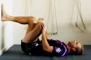Exercițiu pentru realaxarea mușchiului piriformis, Foto: runningroma.wordpress.com