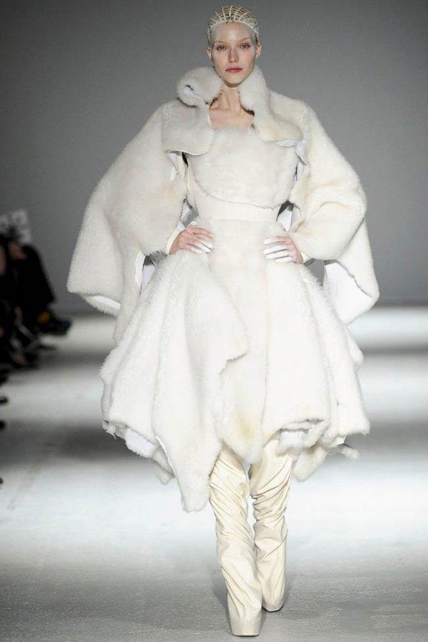 Moda Gareth Pugh în sezonul rece al acestui an, Foto: fashiongonerogue.com