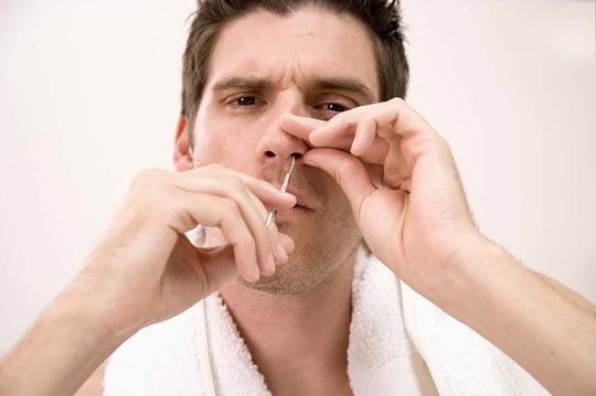 Nu este indicată smulgerea firelor de păr din nas, Foto: jay2955.pixnet.net