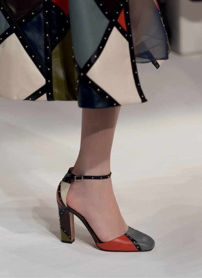 Pantofi și pardesiu în carouri, Foto: fashionparo.com