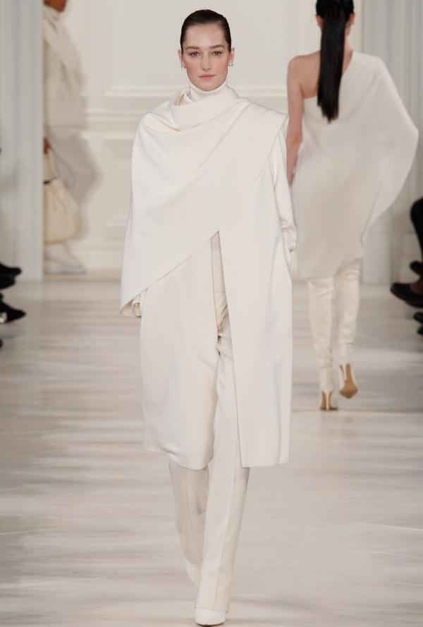 Pelerină albă modernă, Foto: fabfashionfix.com