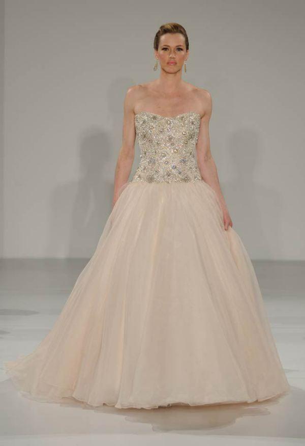 Rochie de mireasă modernă marca Maggie Sottero, Foto: blog.theknot.com