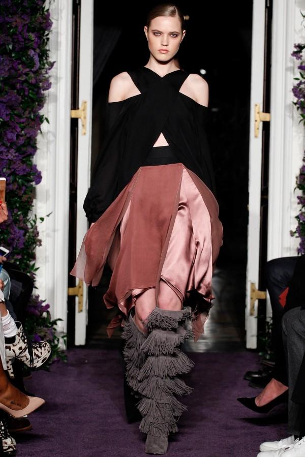 Bluză modernă, marca Juan Carlos Obando, Foto: fabfashionfix.com