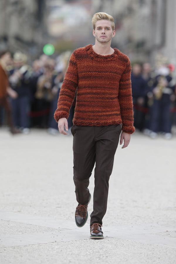 Pulover la modă în acest an, se poartă culoarea grena, Foto: wardrobelooks.com