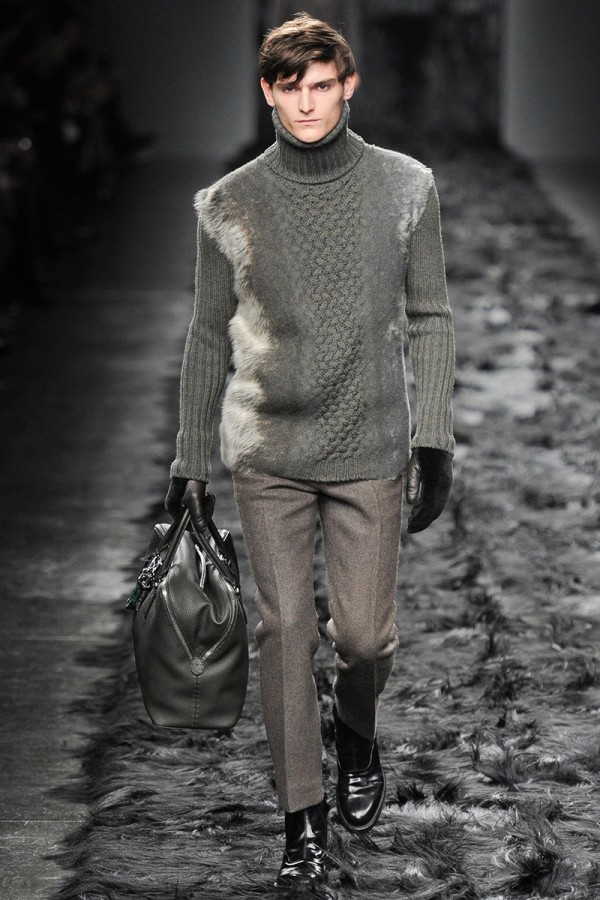 Pulover tricotat gri la modă în anul 2014, Foto: wardrobelooks.com