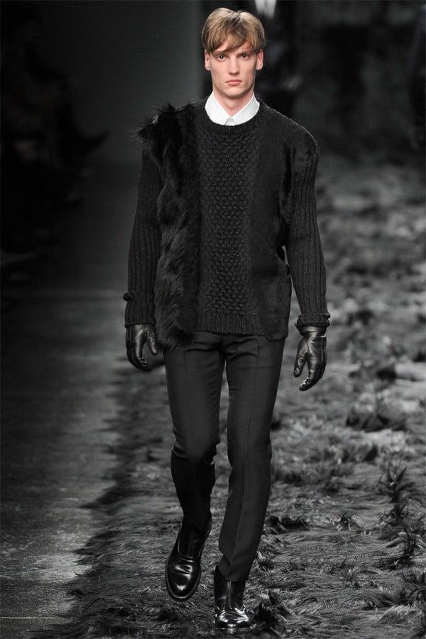 Pulover tricotat negru pentru bărbați la modă în toamna-iarna 2014-2015, Foto: wardrobelooks.com