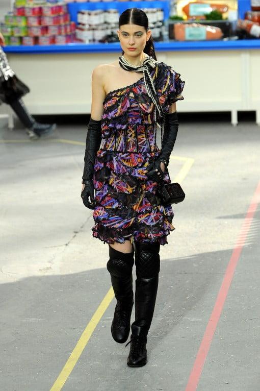 Rochie asimetrică marca Chanel, Foto: gofugyourself.com