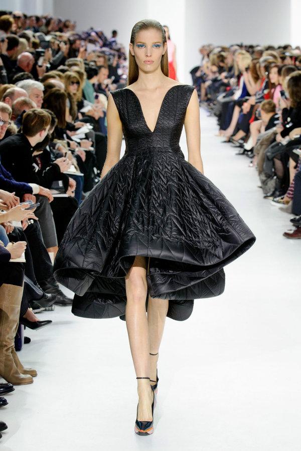 Rochie luxuriantă marca Christian Dior, colecția din toamna naului 2014, Foto: popsugar.com