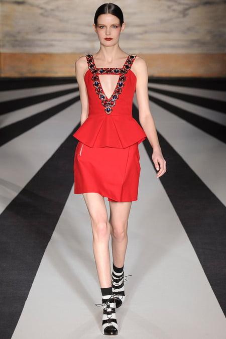 Rochie roșie, marca Matei Williamson, Foto: blog.daum.net
