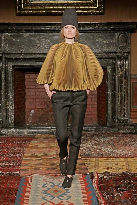Tia Cibani a realizat o bluză elegantă din material plisat, Foto: coolchicstylefashion.com