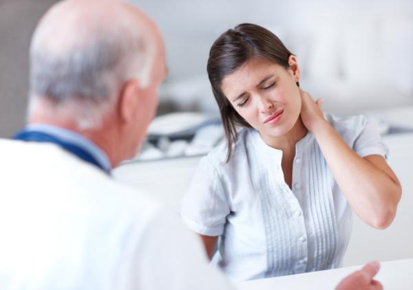 Consultația medicală pentru durerile de spate, Foto: socalpaincenter.com