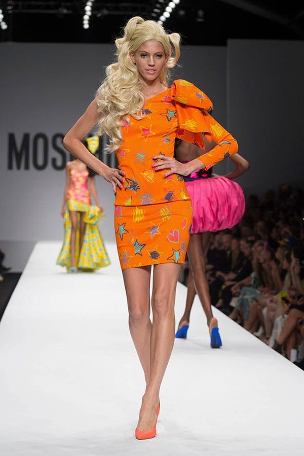 Costum marca Moschino, Foto: model-scraps.com