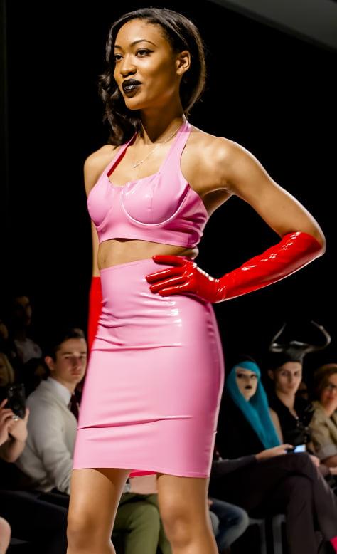 Costum roz din latex, Foto: martinphotographyhouse.wordpress.com