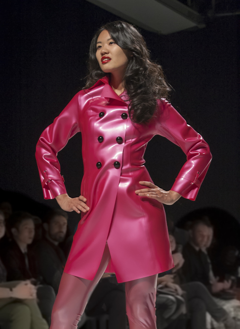 Jachetă roz din latex, Foto: martinphotographyhouse.wordpress.com
