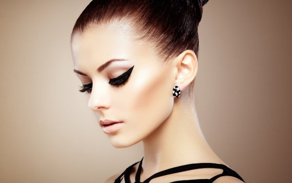 Machiaj pentru rochie neagră de ocazie, Foto: zoomwalls.com