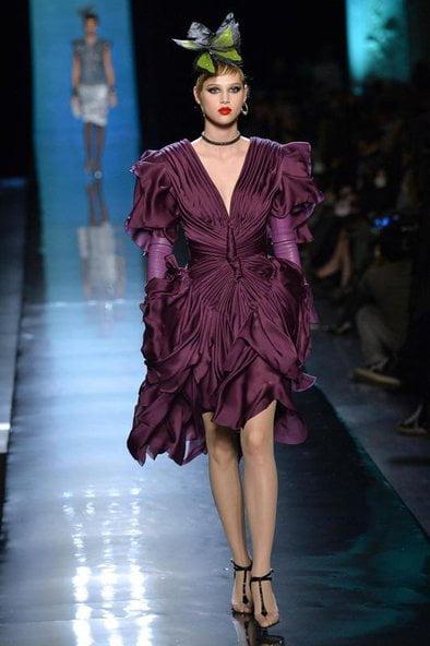 Rochie strânsă în talie astfel încât imită un fluture, Foto: fashion.erdbeerlounge.de