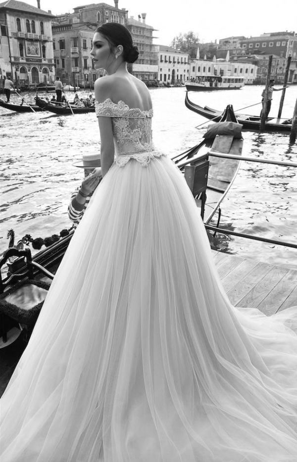 Rochie de mireasă cu perle, Foto: bridalblog.mjtrim.com
