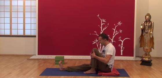 Exercițiu de flexibilitate pentru spate 3