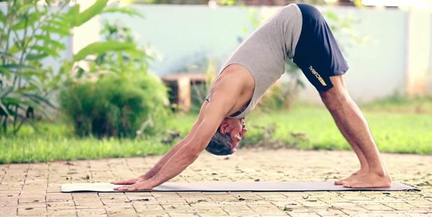 Exercițiu de flexibilitate pentru spate