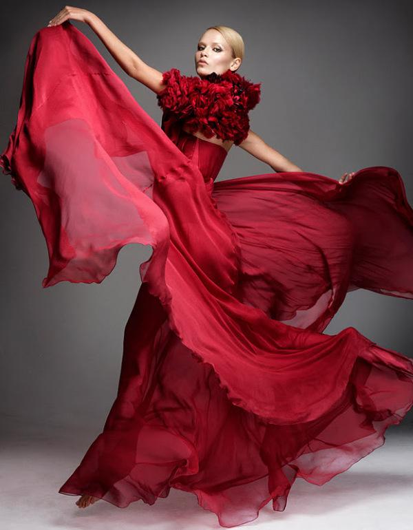 Rochie elegantă la Natasha Poly, Foto: lamodellamafia.com