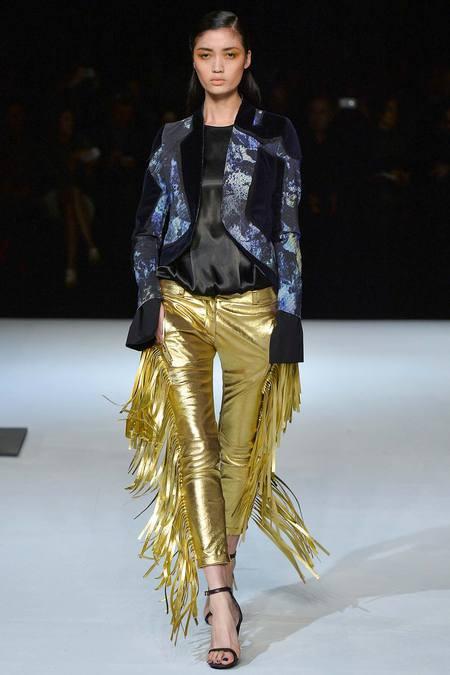 Pantaloni cu franjuri marca Just Cavalli, Foto: modatales.wordpress.com
