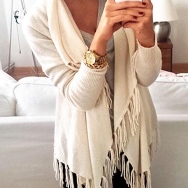 Pulover alb cardigan, ținută casual, Foto: wheretoget.it