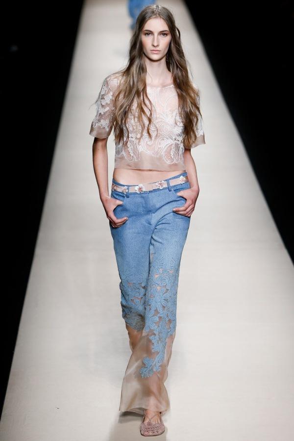 Blugi la modă în anul 2015, colecția Alberta Ferretti, Foto: visualoptimism.blogspot.ro
