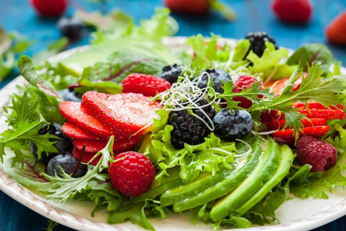 2-salata-de-fructe-de-padure