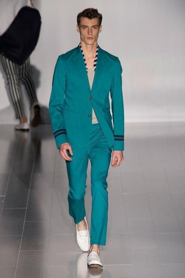 Costum Gucci la modă în anul 2015, Foto: modaellos.com