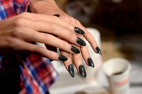 Manichiura în negru și gri, Foto: shoppingtherapy-cristina.com