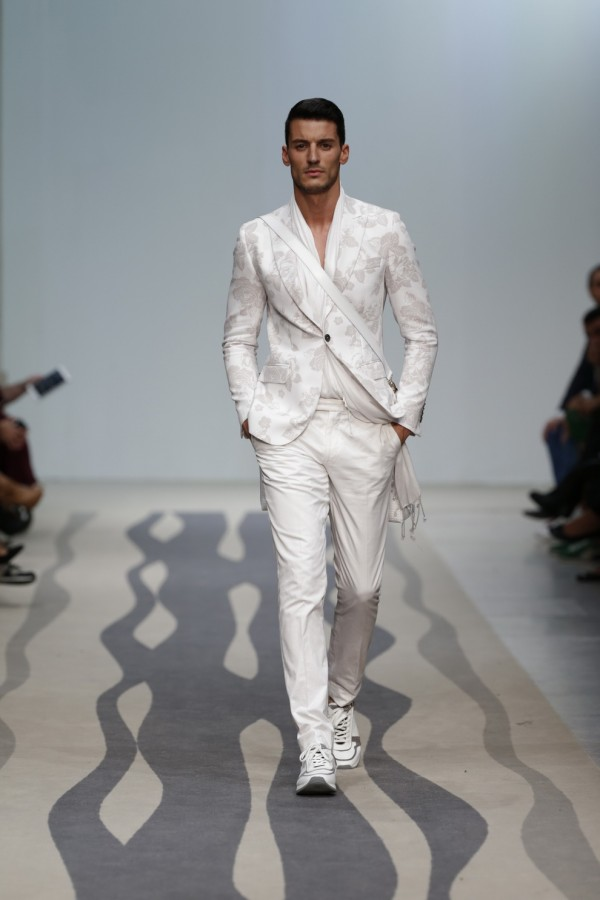 Moda în acest an, costum și adidași, Foto: thebestfashionblog.com