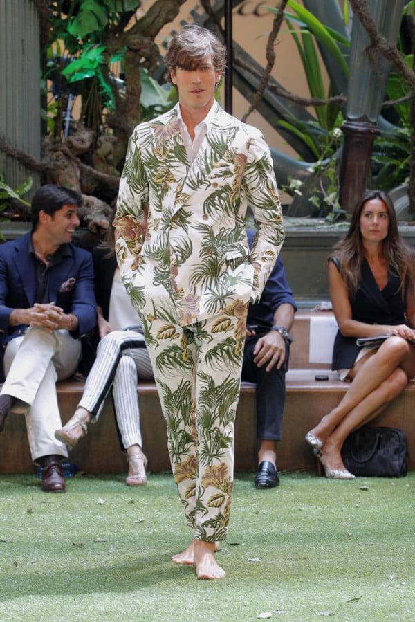 Moda Emidio Tucci. costum cu imprimeu, Foto: modaellos.com