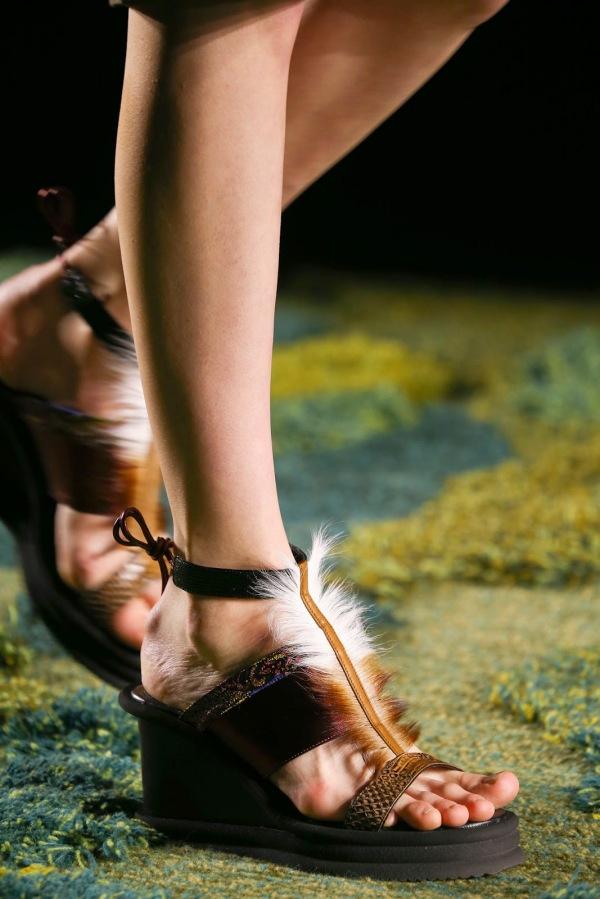 Încălțăminte la modă în anul 2015, marca Dries Van Noten, Foto: tatajazzblog.blogspot.ro