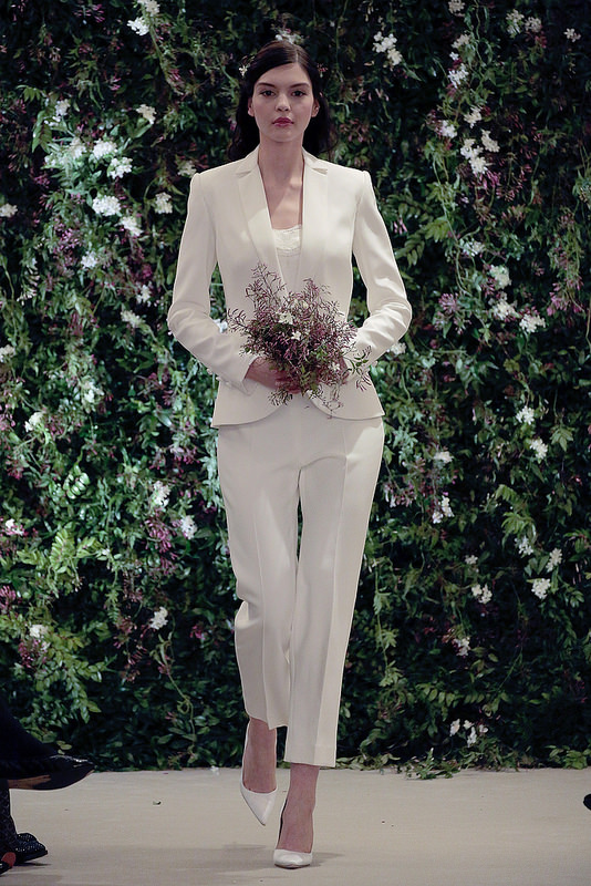 Carolina Herrera a creat pentru mireasă costumul alb clasic, Foto: photos.beaut.ie