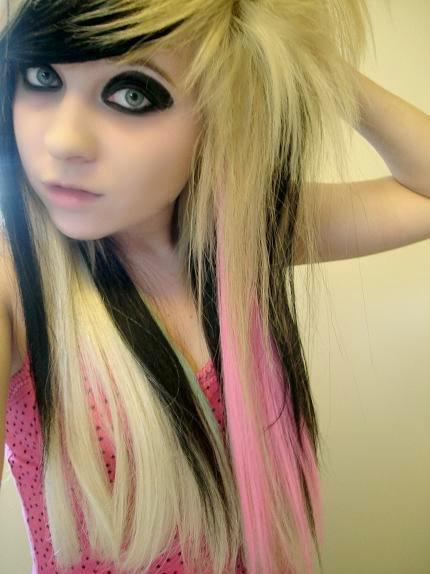 Coafură emo, șuvițe de păr roz, Foto: weheartit.com