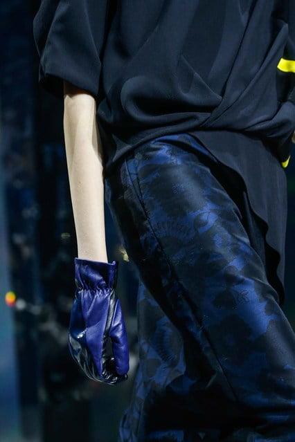 Mănuși în tendințele modei din acest an, colecția Kenzo, Foto: vogue.co.uk